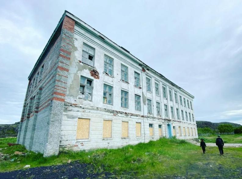 Заброшенная школа в Триберке