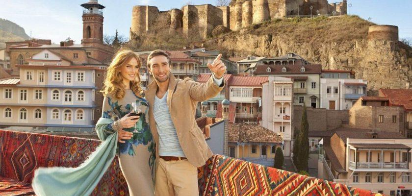 туристы в Грузии