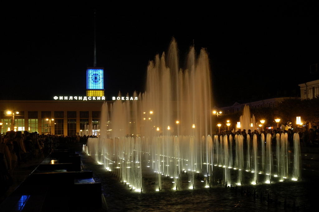 Поющие фонтаны у Финляндского вокзала