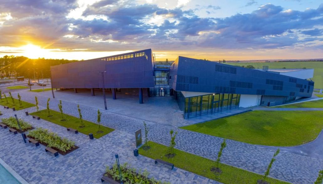 самбекские высоты Информационно-выставочный центр и Амфитеатр
