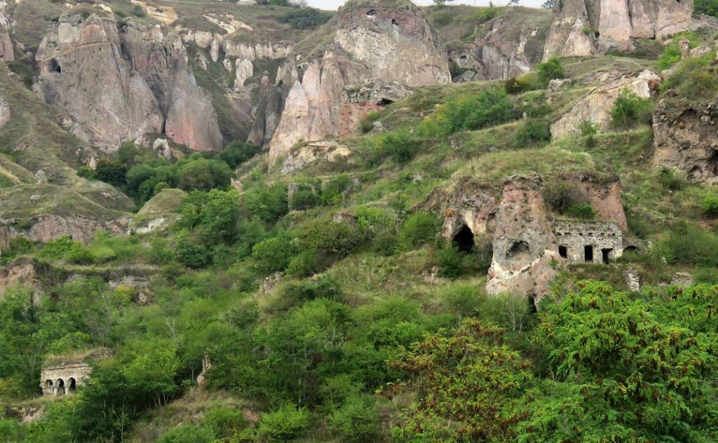 Пещерный городок Хндзореск