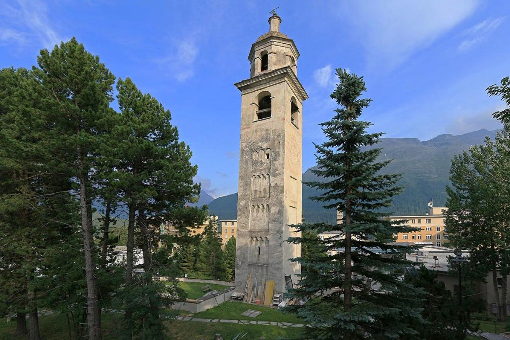 Падающая башня в Санкт-Мориц