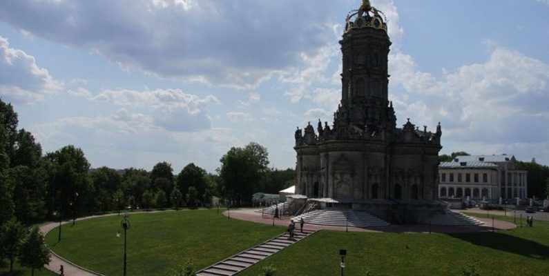 Знаменская церковь в Дубровицах - жемчужина архитектурного искусства 1