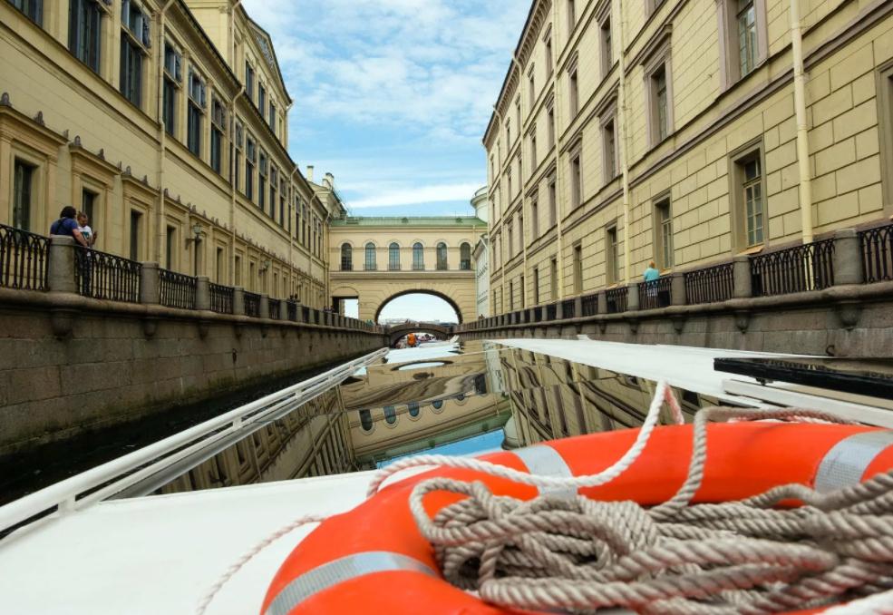 водные прогулки по Санкт-Петербургу и окрестностям