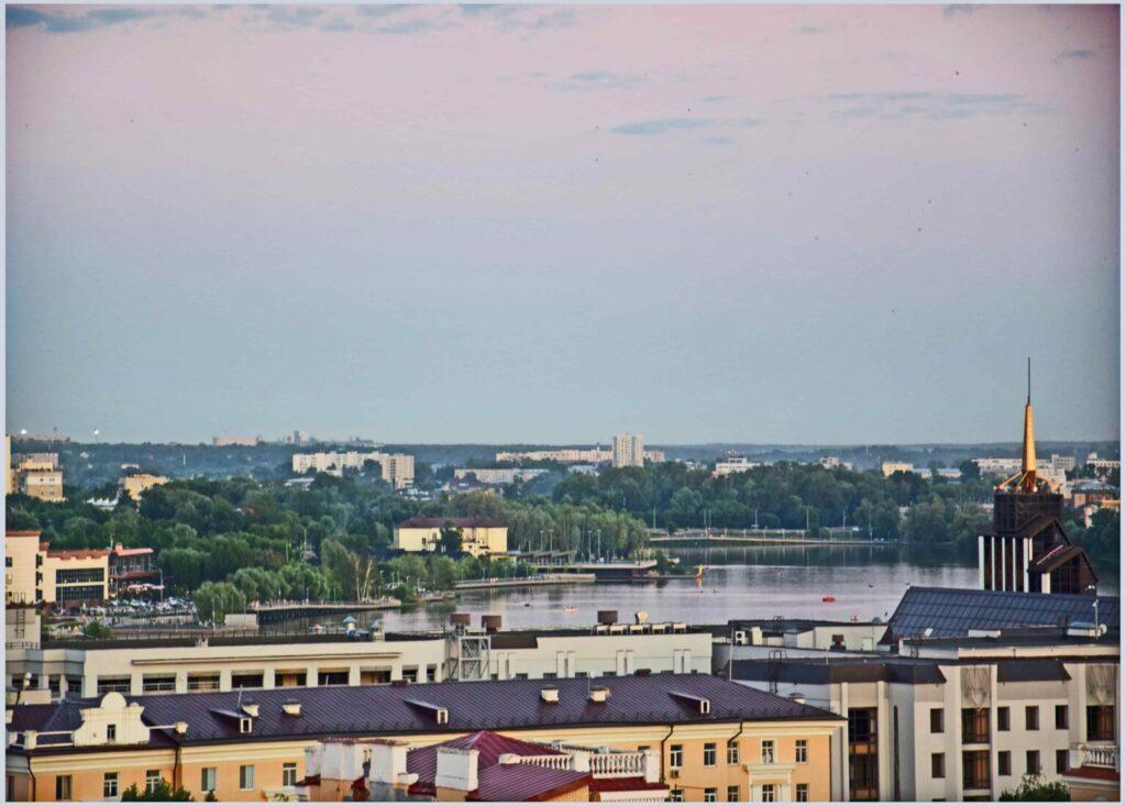 Один из районов Казани на берегу озера Кабан. Вид со смотровой площадки